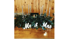 Image of a Mr. and Mrs. table top sign
