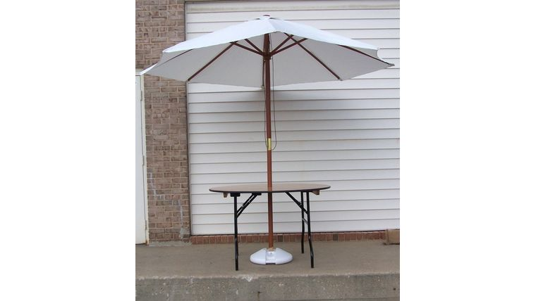 Image of a 4' Round with 9' Market Umbrella and Base