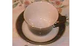 Image of a Saucer - white/black