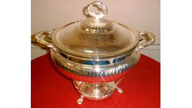 Image of a Silver Chafing Dish: Round w/3 qt. Pyrex insert