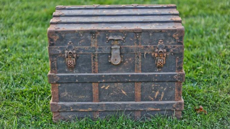 Picture of a The Rowe Steamer Trunk