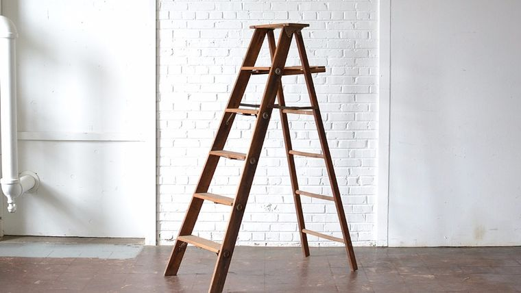 Picture of a 6' Wooden Ladder