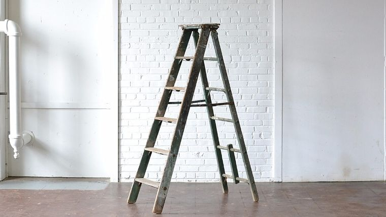 Picture of a 6' Green Wooden Ladder