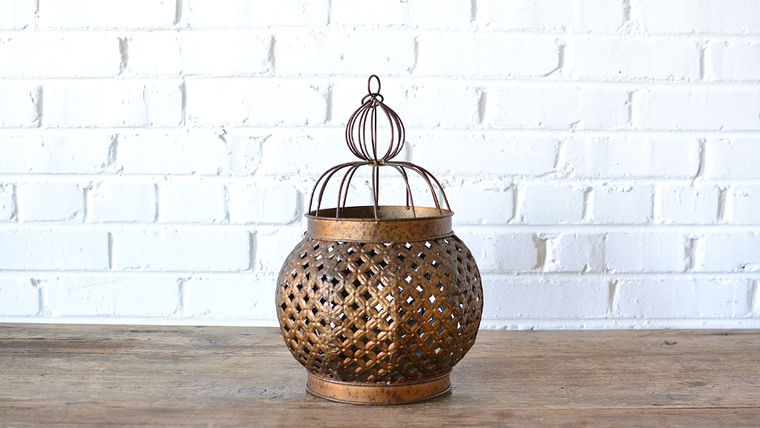 Picture of a Gold Moroccan Lantern