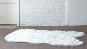 Image of a White Sheepskin Rug