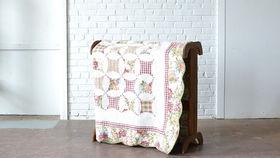 Image of a Scalloped Edge Quilt
