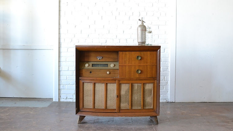 Picture of a Westinghouse Radio Cabinet