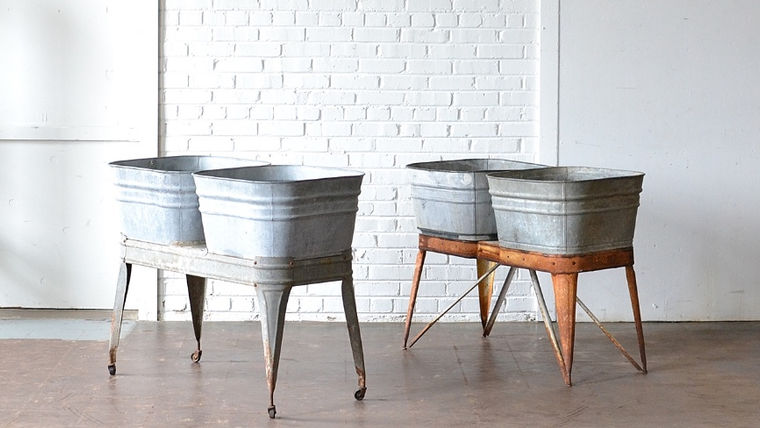 Picture of a Galvanized Bar Stand with Tubs
