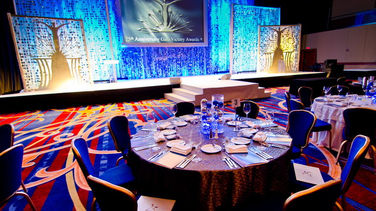 NRH Stage and Table Setting : goodshuffle.com