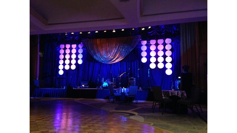 Event Rental Gallery image from the Taking the Stage gallery. By Encore Decor Inc