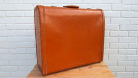 Image of a Vintage Luggage, Tan Satchel