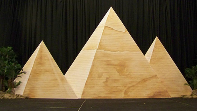 Picture of a Set: International, Pyramids of Giza