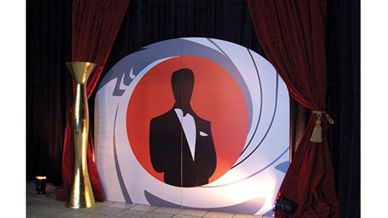 Picture of a Set: James Bond Bulls Eye w/ Drape