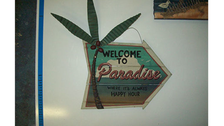 "Picture of a ""Welcome to Paradise"" Beach Sign"