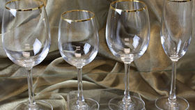 Image of a Glassware: Gold Rim Reversa Red Wine Glass