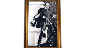 Image of a Prop: Hollywood, Errol B/W Photo in Gold Frame 5x8