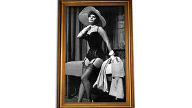 Image of a Prop: Hollywood, Sophia Loren B/W Photo in Gold Frame 5x8