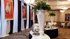 Image of a Centerpiece: Geo Octagon Urn with Fern