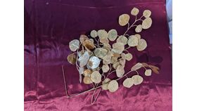 Image of a Gold Shimmer Round Leaves