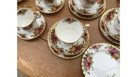 Image of a 10 Asorted Vintage Tea Cups, Saucers & Cake Plates