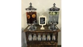 Image of a 2.5 gallon Beverage Dispensers with silver lid