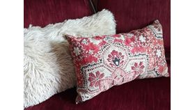 Image of a Assorted throw pillows