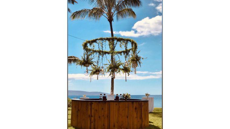 Picture of a 360º Round Cedar Bar
