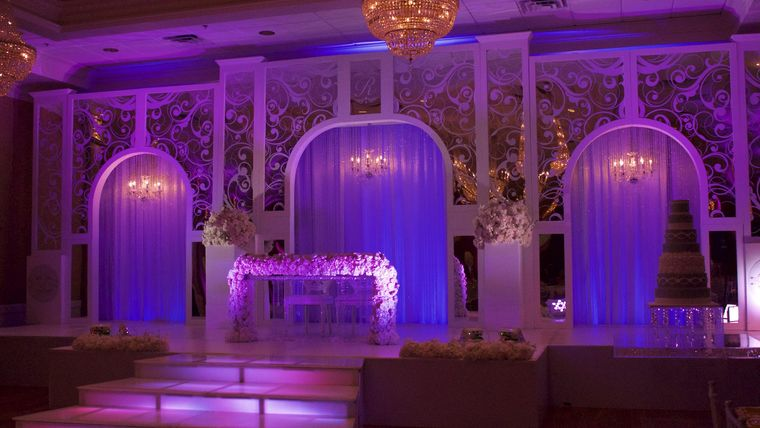 Picture of a Arches  Robinson Mirrored Stage (32 feet)