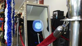 Image of a Mirror Photobooth 4hr Ultimate Package