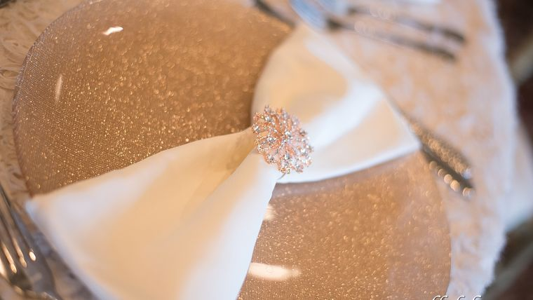 Picture of a Rose Gold Glitter Glass/ Champagne Glitter Glass Charger