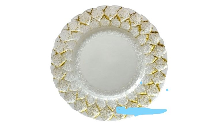 Picture of a White and Gold Patterned Glass Charger