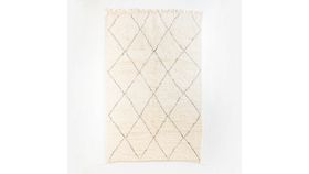 Image of a Beni Diamond Rug with Fringe, med