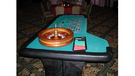 Image of a Roulette Table w/ Dealer