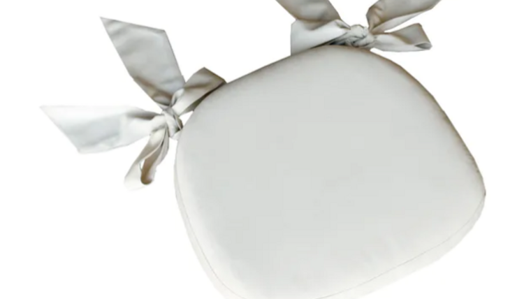 """Picture of a 2.5"""" Ivory Cushion w/ Bows"""