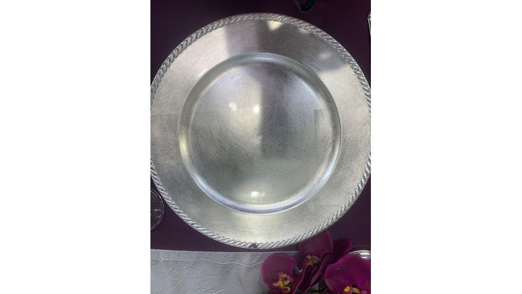 Picture of a Charger Plate Silver Beaded Dinnerware