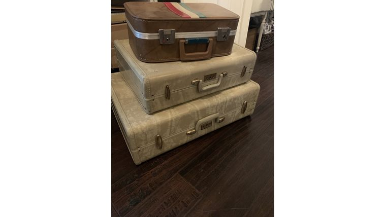 Picture of a Medium Vintage Suitcase