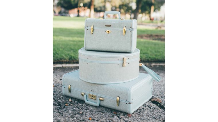 Picture of a Brianna Robin's Egg Blue Train Case