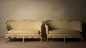 Image of a ANTIONETTE AND BERNADETTE SETTEE