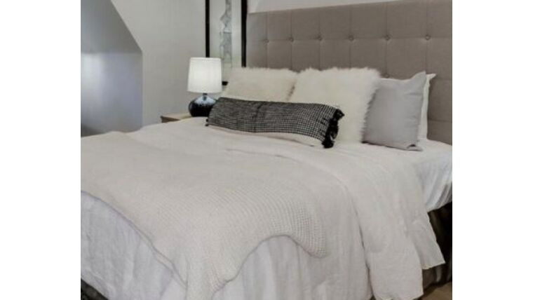 Picture of a King Bed with headboard