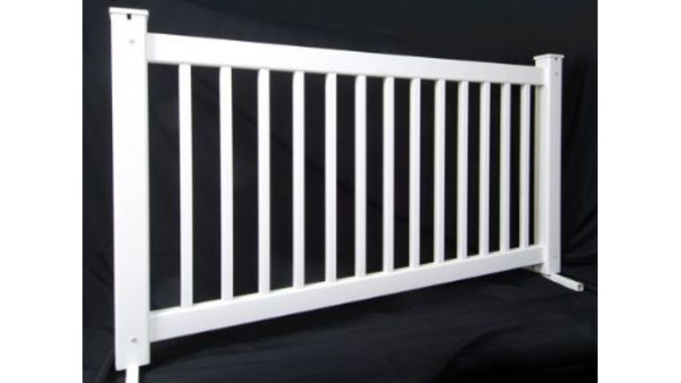 Picture of a 10 ft White picket fence