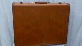 """Image of a brown """"Dennis"""" suitcase"""
