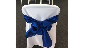 Image of a Fitted Polyester Folding Chair Cover with chair tie