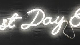 "Image of a ""Best Day Ever"" Neon Sign"