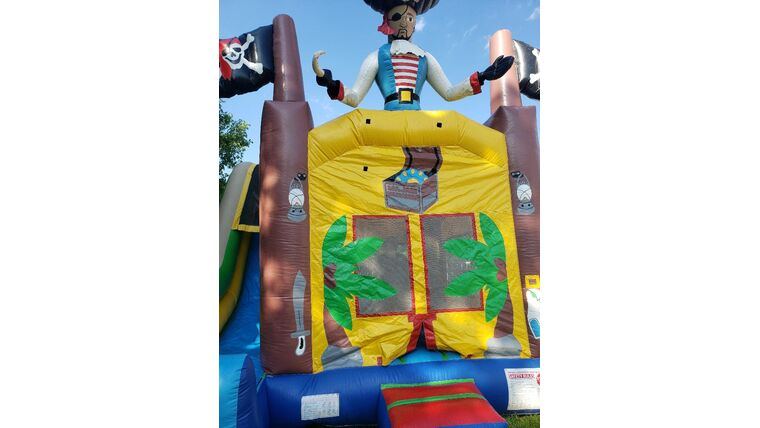 "Picture of a 15' Pirate 4 ""n"" 1 Combo Slide"