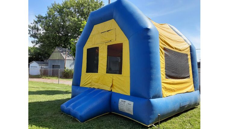Picture of a 14' Standard Bounce House