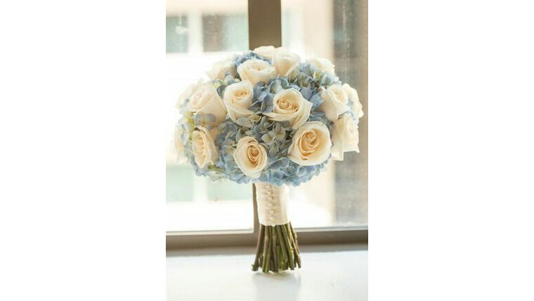 Picture of a Ivory Roses  and Baby Blue Hydrangeas Bouqet