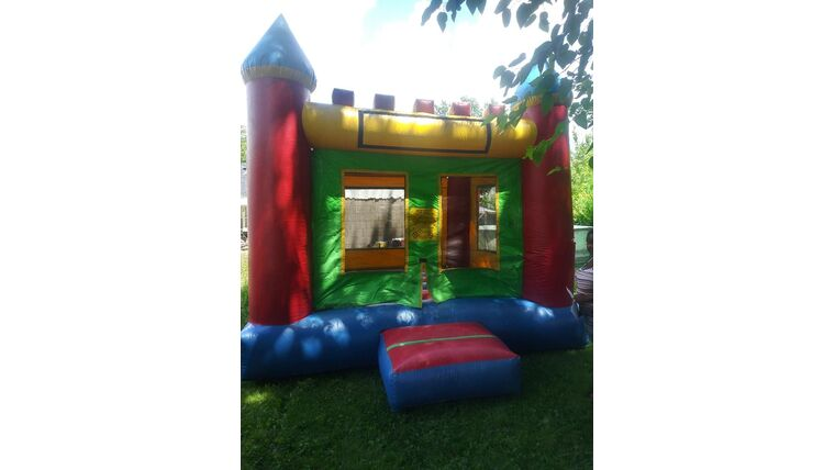 Picture of a Castle Bounce House