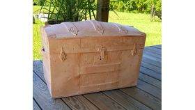 Image of a Trunk Vintage w/ Tray