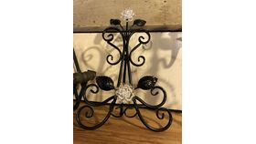 Image of a Easel - Black w/ clear flower