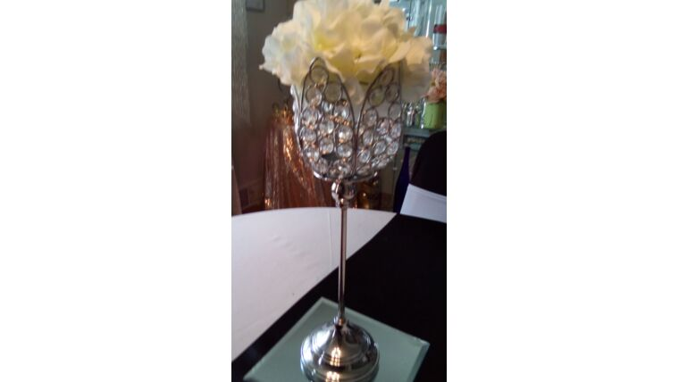"Picture of a 12"" Tulip Shaped Vase on Stem w/ Clear Beads w/6"" Mirror/Hydrangea Flower Topper"